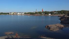 En solig morgon i hamnstaden av Hanko finland arkivfilmer