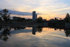 En solnedgång i Minsk royaltyfria bilder