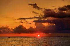 En solnedgång i Waikiki, Honolulu, Hawaii Arkivbilder
