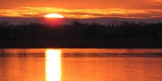 En solnedgång på fjordree i Irland arkivbild
