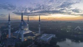 En soluppgång på den blåa moskén, Shah Alam fotografering för bildbyråer