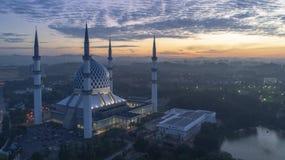 En soluppgång på den blåa moskén, Shah Alam arkivfoton