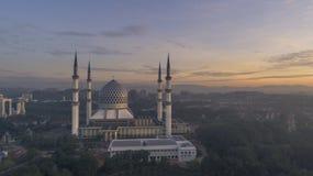 En soluppgång på den blåa moskén, Shah Alam Arkivbilder