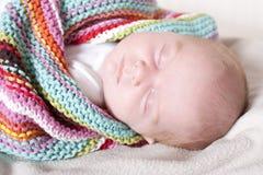 En sommeil rapide nouveau-né Photos libres de droits