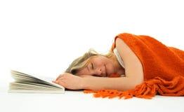 En sommeil tombé par fille avec un livre Photographie stock libre de droits