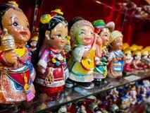En souvenir shoppar i buddistisk stad royaltyfri foto