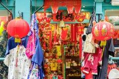 En souvenir shoppar i den London kineskvarteret royaltyfri bild