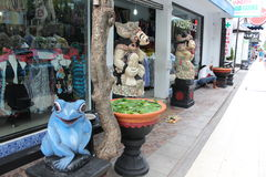 En souvenir shoppar i Kuta, Bali Indonesien Royaltyfri Bild