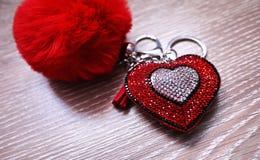 En souvenir, valentin en dagg?va F?rgrikt emballage och en ?lskv?rd g?va detaljer royaltyfri fotografi