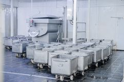En spårvagn för trans. av kött Stålkapaciteten av Arkivbild