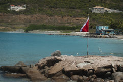 En spets av StMaartin nära en strand för att snorkla Arkivbild