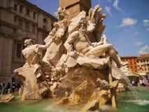 En springbrunn i Rome Arkivfoton