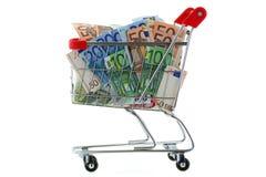 En spårvagn för shoppingvagn mycket av eurosedeln Royaltyfri Fotografi