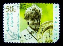 En stämpel som skrivs ut i Australien, visar en bild av australiska legender Margaret Court, tennisspelare på värde på cent 50 Arkivfoto