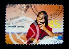 En stämpel som skrivs ut i Australien, visar en bild av den australiska infödda ungen för serie för vildmarkservicestämpel på vär Arkivbild