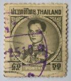 En stämpel som skrivs ut i Thailand shower, gör till kung den Bhumibol Adulyadej prinsen av Siam, circa 1963, satang 50 arkivbilder