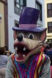En stående av en karnevaldräkt av vargen i gatorna av S/C de L royaltyfria bilder