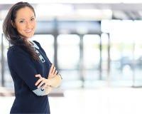 En stående av en ung affärskvinna arkivbild