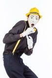 En stående av en man, en skådespelare, en pantomim, en man gör a Arkivfoto