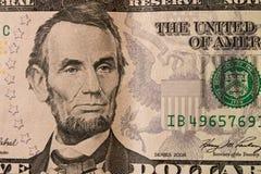 En stående av presidenten Abraham Lincoln på räkning för dollar 5 close royaltyfria bilder