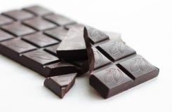En stång av mörk choklad Royaltyfri Bild