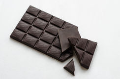 En stång av mörk choklad Arkivbilder