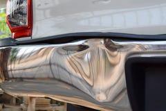 en stötdämpare av en lastbil får skada från olycka Royaltyfri Fotografi