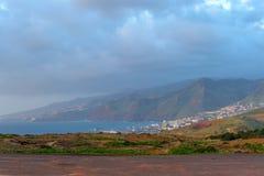 En stad på kusten av madeiran på gryning portugal Fotografering för Bildbyråer