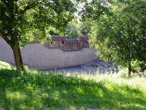 En stadvägg med taket och trappa Royaltyfri Foto