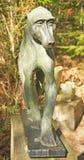 En staty av en babian royaltyfria foton