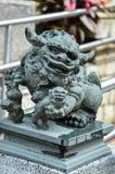 En staty av det kinesiska imperialistiska lejonet arkivfoto