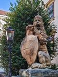 En staty av ett lejon arkivfoton