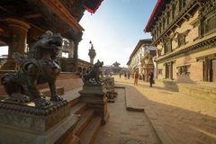 En staty av ett mytiskt djur, Nepal, staden av bhaktapur, arkivbilder