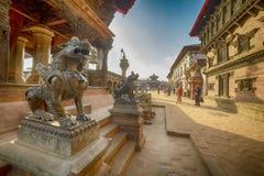 En staty av ett mytiskt djur, Nepal, staden av bhaktapur, December 2017 royaltyfri bild