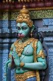 En staty av Hanuman, den hinduiska apaguden på den yttre väggen av (den hinduiska) Sri Krishnan templet i Singapore Arkivbild