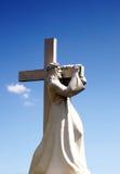 En staty av Jesus Christ som bär hans kors Jesus Christ gå Royaltyfria Foton
