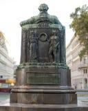 En staty av Johann Wolfgang von Goethe, den tyska författaren och polymathen som lokaliseras på den närliggande cirkeln Hofburgen arkivbilder