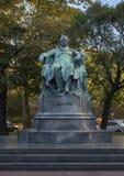 En staty av Johann Wolfgang von Goethe, den tyska författaren och polymathen som lokaliseras på den närliggande cirkeln Hofburgen fotografering för bildbyråer