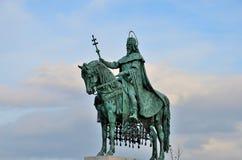 Staty av den konungSt Stephen Budapest Ungern Arkivbild