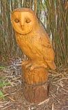 En staty av en uggla arkivbilder