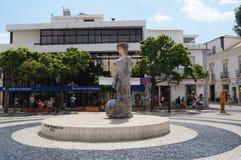 En staty i centret av Lagos - Algarve, Portugal royaltyfri bild