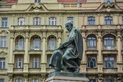 En staty på den gamla staden i Praha, Czechia royaltyfria bilder
