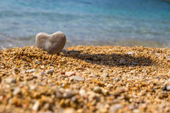 En sten i formen av en hjärta Arkivfoton