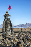 En stenhäxa står vid vägen till den Colca dalen, Peru Arkivfoto