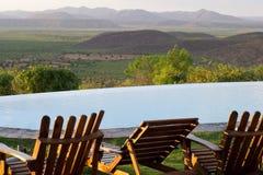 En stol med en sikt på dalen royaltyfri bild