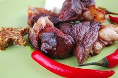 en stor bit grillade meat Royaltyfri Foto