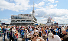 En stor folkmassa av folk Royaltyfri Foto
