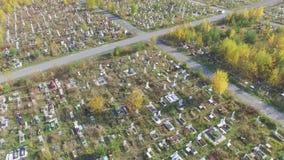 En stor kyrkogård i Ryssland stock video