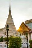 En stor pagod i Wat Pathum Wanaram Arkivbild