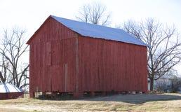 En stor röd ladugård i Millington, TN Royaltyfria Foton
